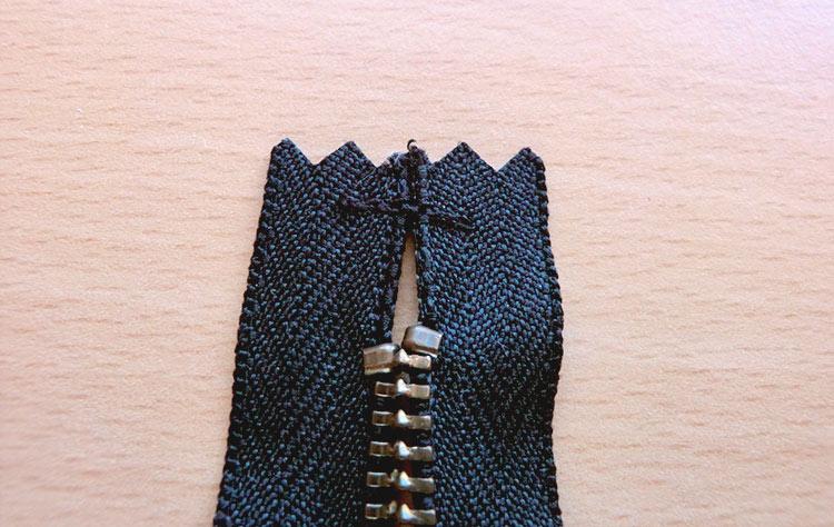 Tutorial pochette con cerniera: come cucire un astuccio portatrucchi